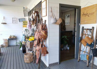 shique floral design shop exterior